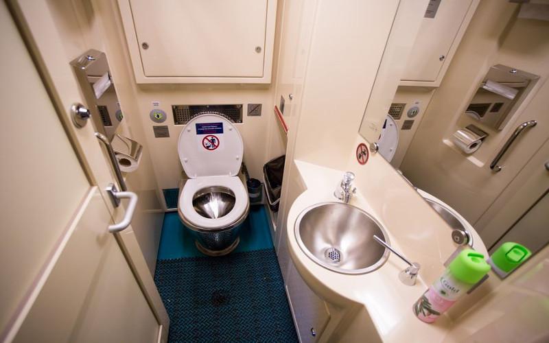 Toaleta w pociągu Tomicz z Moskwy do Tomska