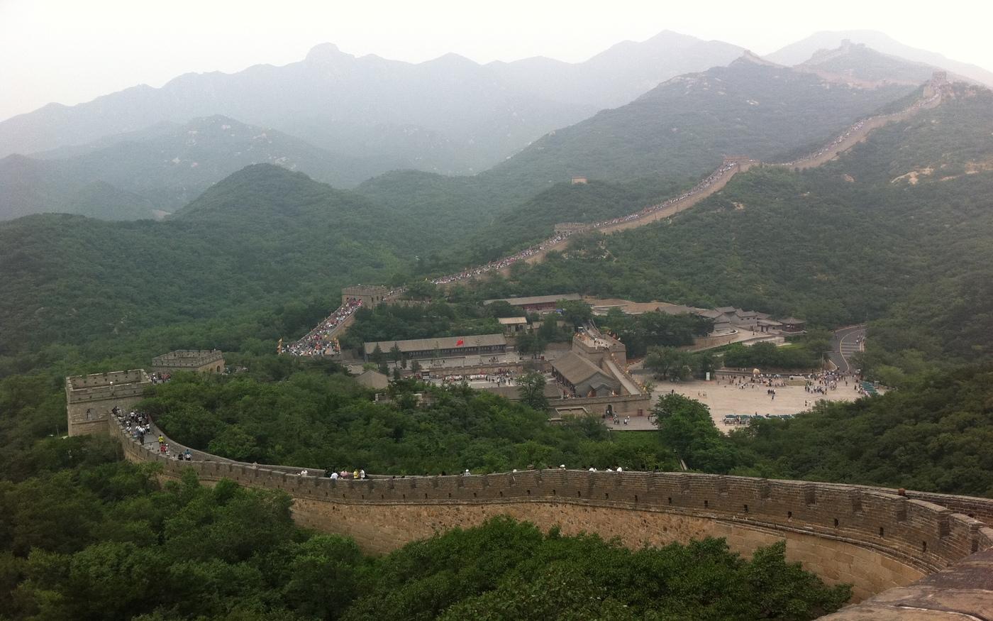 Mur Chiński doskonale wkomponowany w masyw górski