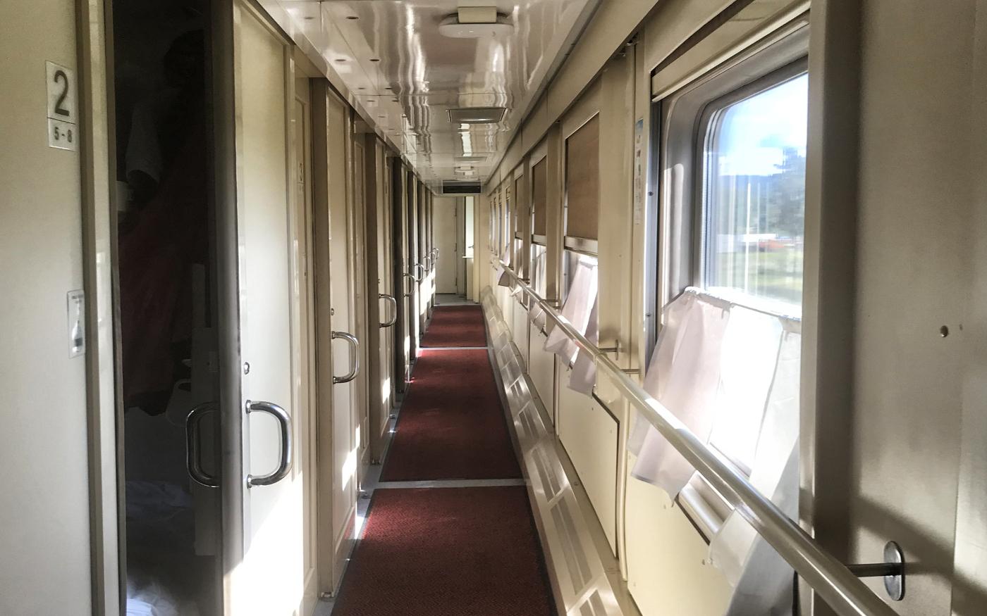 Korytarz w pociągu transsyberyjskim