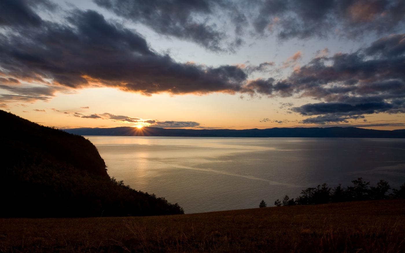 Zachód słońca nad Jeziorem Bajkał