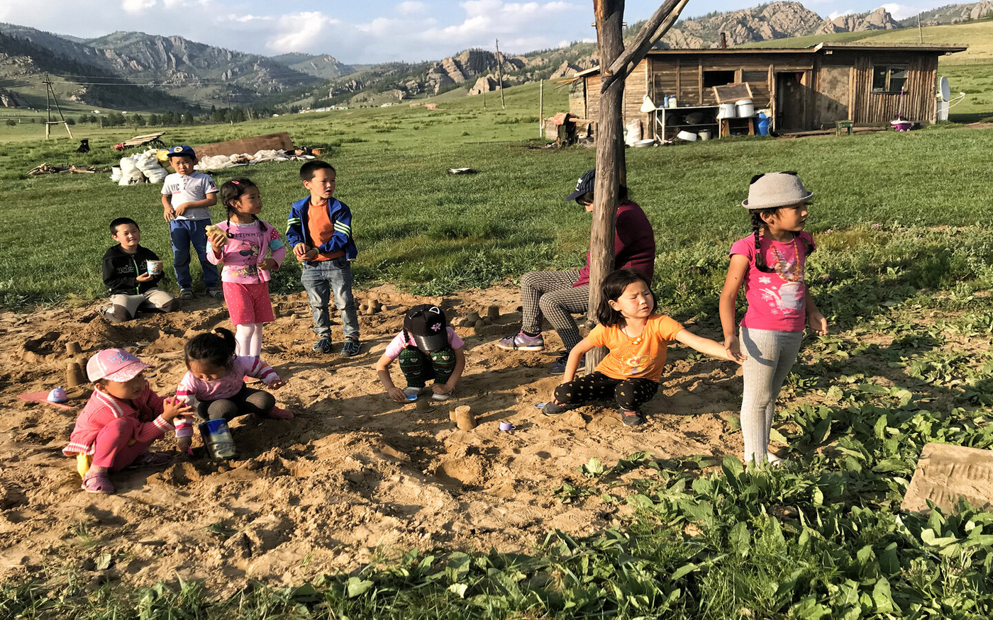 Dzieci w Mongolii